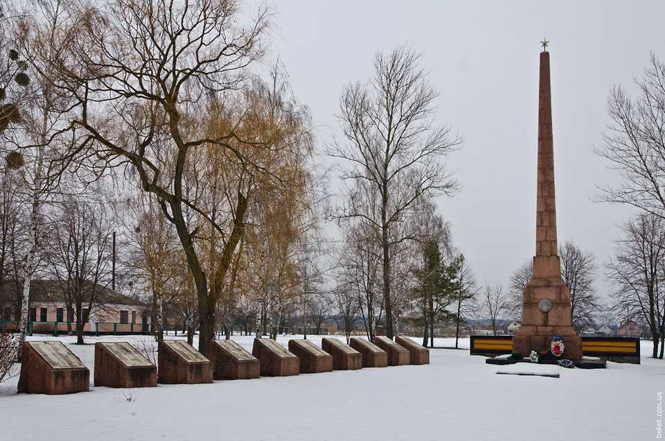 selo mosni ukraina pametnik soldatam