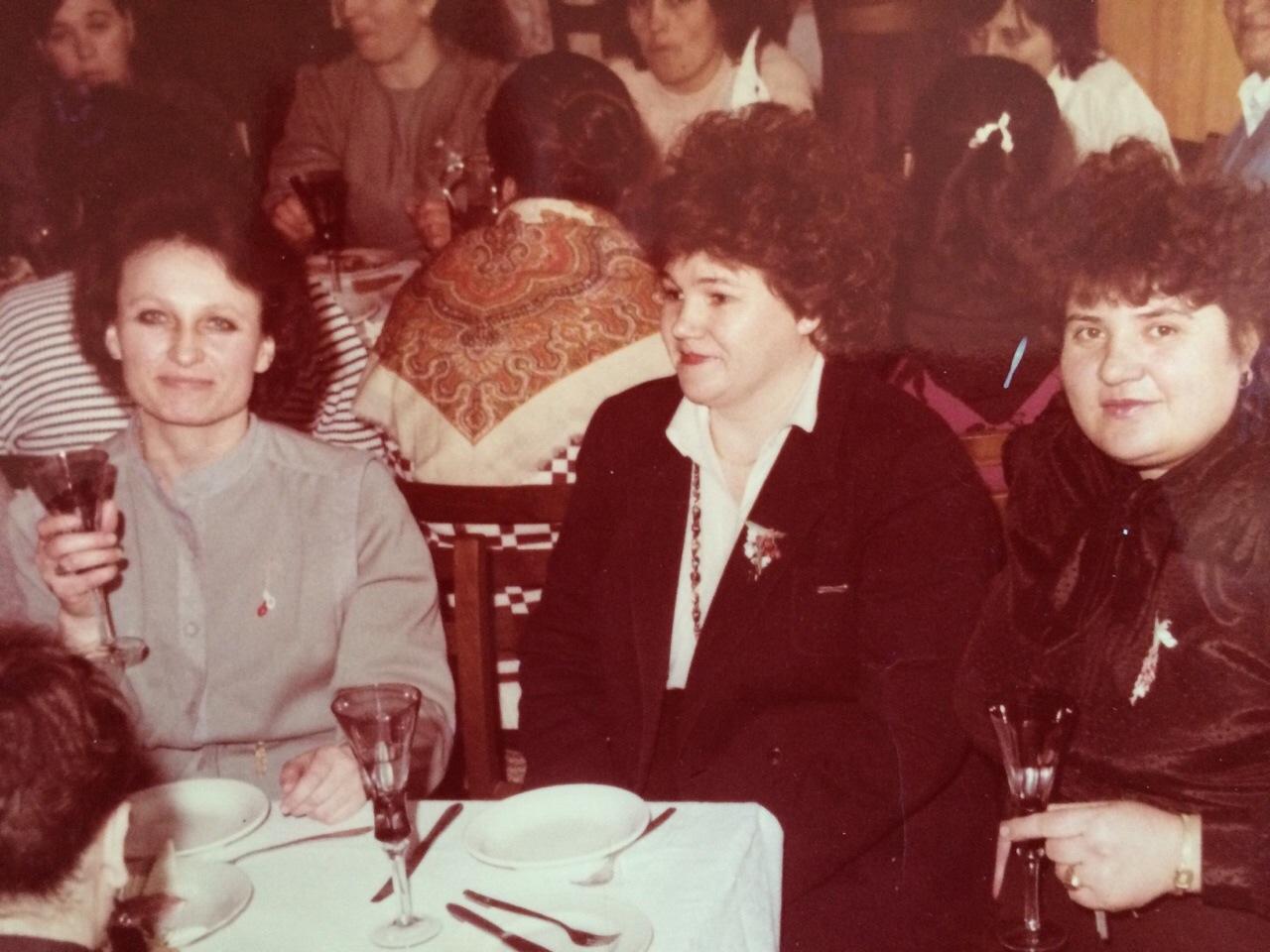 glodiani 1980 derektor glodianskogo obsepita timotina elena aleksandrovna s sotrudnikami