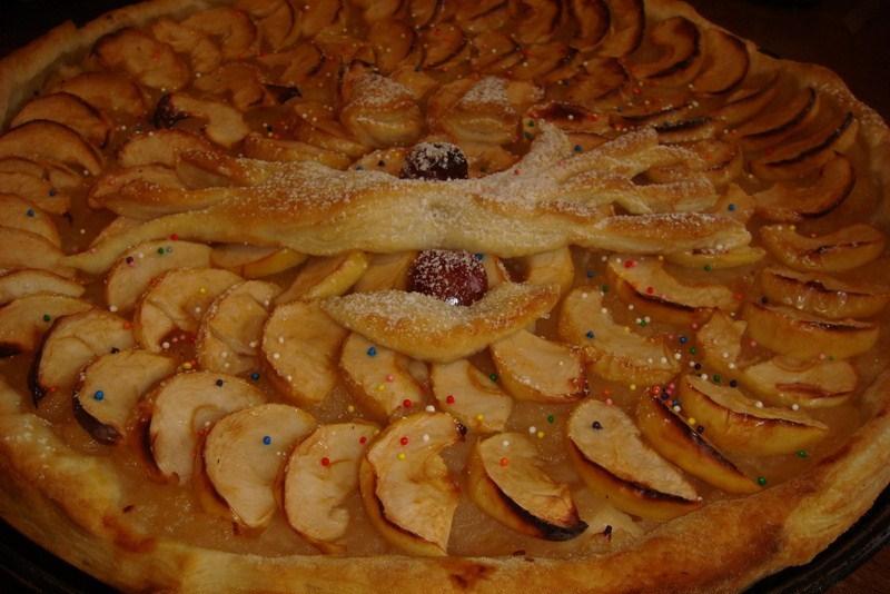 Пирог из замороженного слоенного теста фирмы Гетико с фруктами.