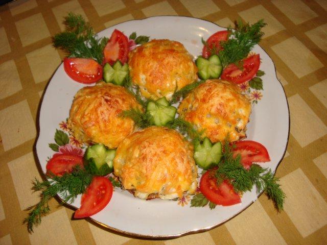 Котлеты  под тертым картофелем