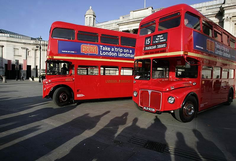 красный двухэтажный автобус Рутмастер