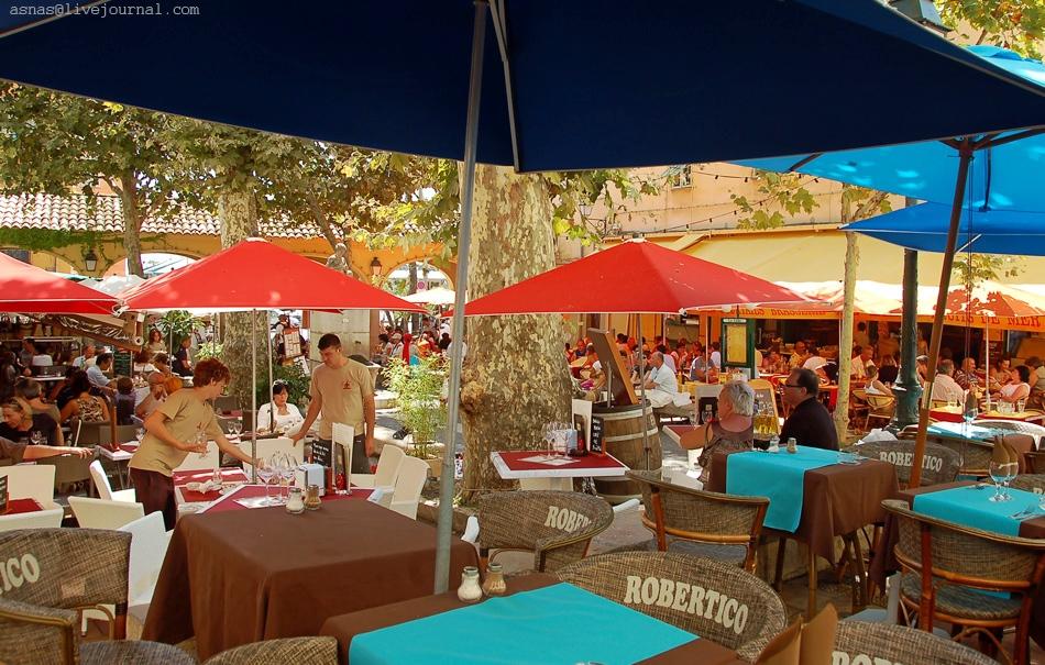 Ленивые кафешки и самые дешёвые цены на всю сувенирку Лазурного Берега.