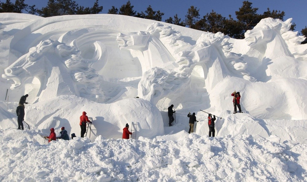 7. Нехилый такой снегопад — на табун лошадей.