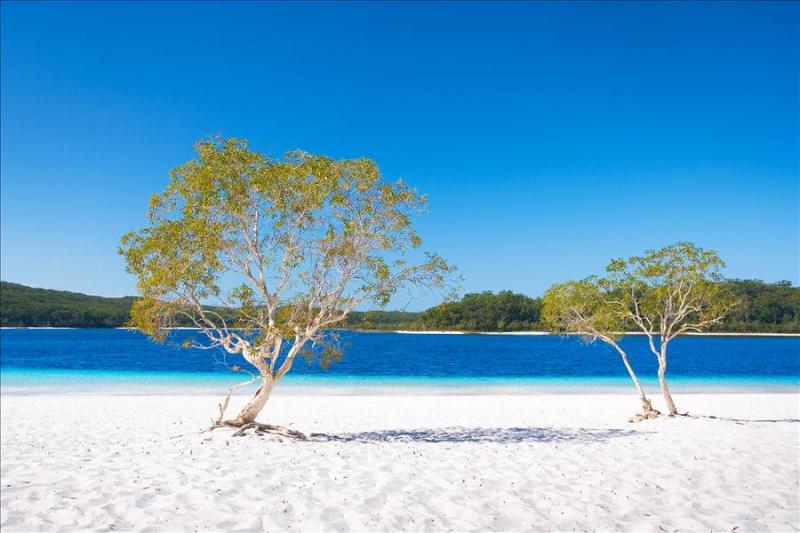 Пляж у озера Маккензи, Австралия